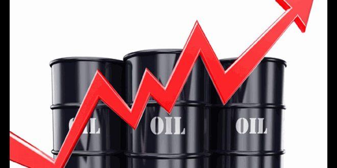 النفط يتخطى ذروة 8 أشهر بفعل هبوط المخزون الأمريكي