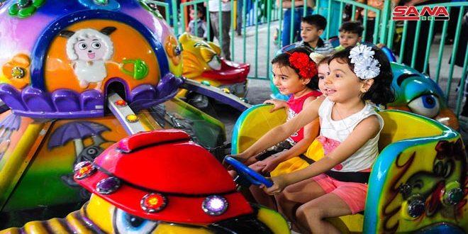 Alegría de los niños sirios por los días de Eid Al-Adha
